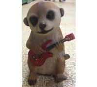 Садовая фигурка Суррикат играющий на гитаре MG2773100